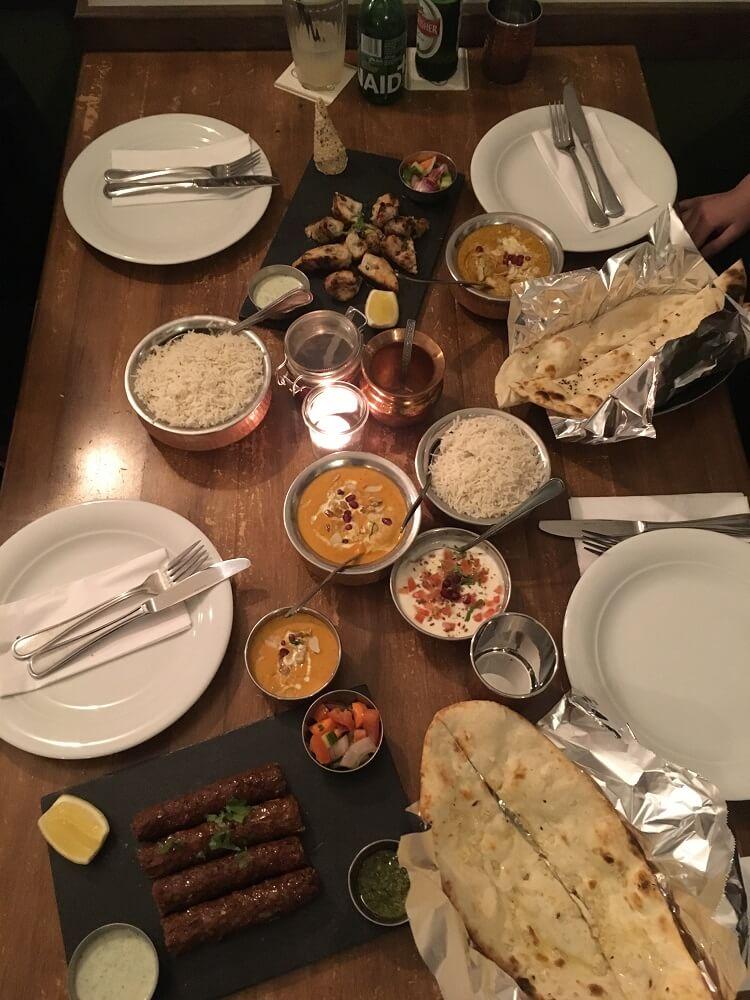indisches-Restaurant-Berlin-Bahadur-Tisch