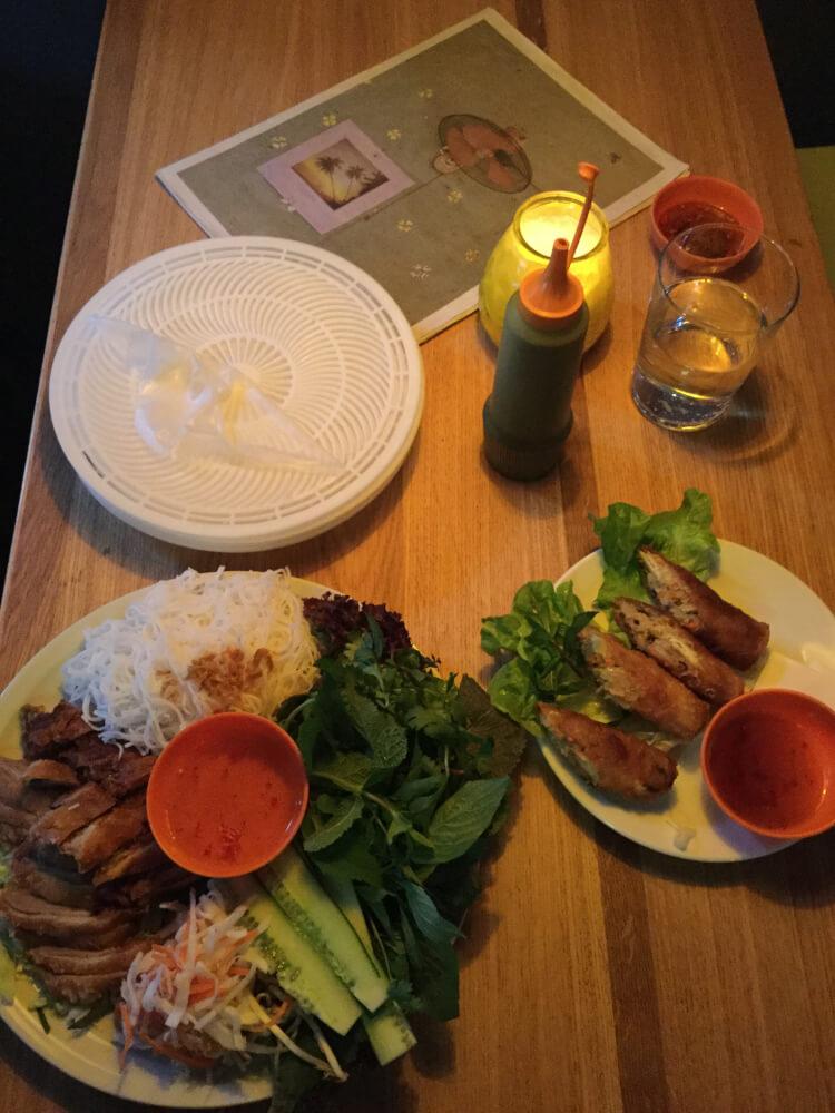 Charlie-Muenchen-Restaurant-Tisch