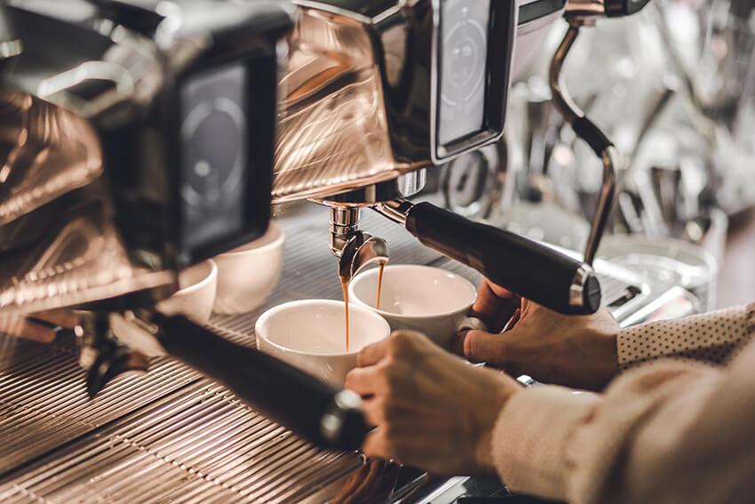 Kaffeerösterei-Kaffeekirsche-Berlin-Kaffeemaschine