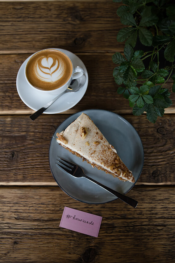 Kaffeerösterei-Kaffeekirsche-Berlin-Kuchen