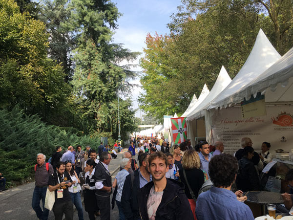 Turin-slow_food_messe-Marktstaende_ausstellungsflaeche_im_freien