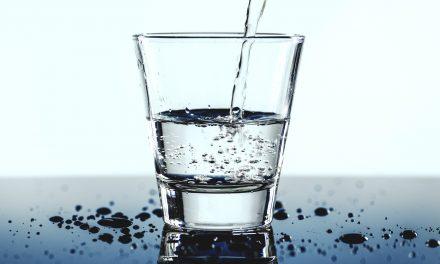 Unterschiede von Mineralwasser und Leitungswasser : Was ist gesünder?