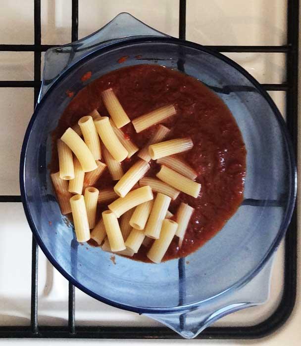 pasta-mit-tomatensauce-kochen-sugo