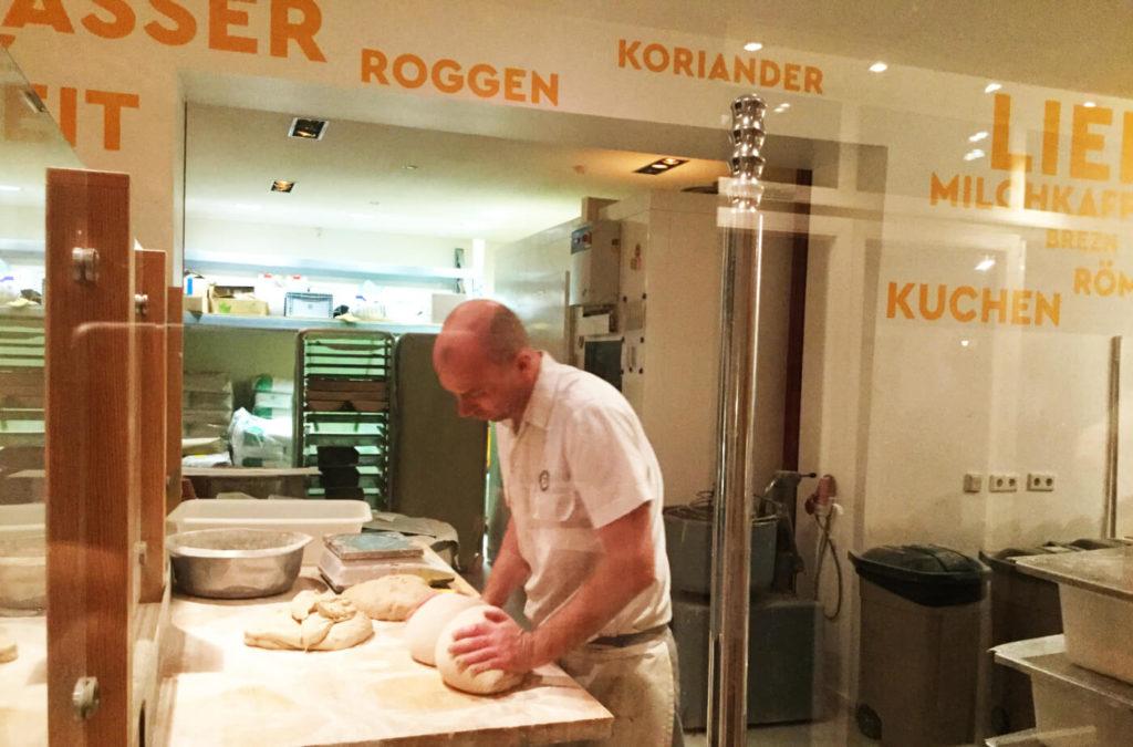 Domberger-berlin-baeckerei-teig_kneten